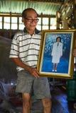 Hombre local de la isla La isla es parte del parque nacional marino MU Ko Chang imagen de archivo