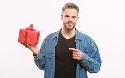 Hombre macho hermoso Fecha del amor hombre sin afeitar con la actual caja Feliz cumplea?os Presente de la parte del hombre Regalo fotos de archivo