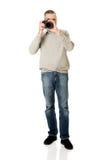Hombre maduro con la cámara de la foto Imagen de archivo