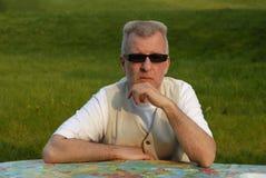 Hombre maduro con las gafas de sol Foto de archivo