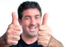 Hombre maduro joven feliz que muestra los pulgares para arriba Imagen de archivo