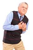 Hombre maduro que tiene un ataque del corazón imagen de archivo libre de regalías
