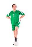 Hombre maduro vestido en la presentación verde de la ropa de deportes Foto de archivo libre de regalías