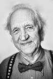 Hombre mayor con el bowtie Foto de archivo libre de regalías