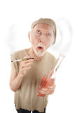 Hombre mayor con la botella del gigarette y del licor Imágenes de archivo libres de regalías