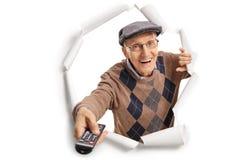 Hombre mayor con un teledirigido Imagenes de archivo