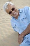 Hombre mayor confidente ocasional fotos de archivo libres de regalías