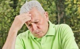 Hombre mayor deprimido Foto de archivo libre de regalías