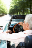 Hombre mayor en coche de deportes Fotografía de archivo libre de regalías