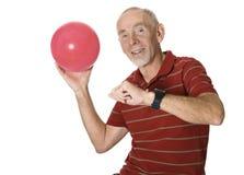 Hombre mayor feliz con la bola Imagen de archivo libre de regalías