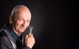 Hombre mayor feliz que muestra dólares Fotos de archivo libres de regalías
