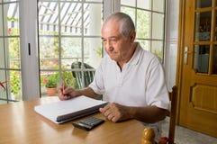Hombre mayor infeliz Foto de archivo libre de regalías