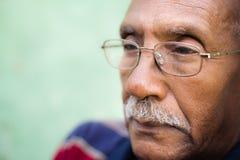 Hombre mayor preocupante del afroamericano Foto de archivo libre de regalías