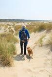 Hombre mayor que camina con el perro Fotos de archivo