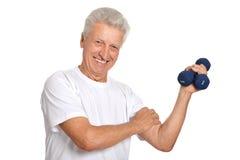 Hombre mayor que juega deportes Foto de archivo libre de regalías