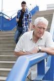 Hombre mayor que se siente mal Imagen de archivo libre de regalías