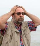 Hombre mayor que sufre de dolor de cabeza Imagen de archivo