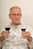 Hombre mayor que tiene un buen rato Foto de archivo libre de regalías