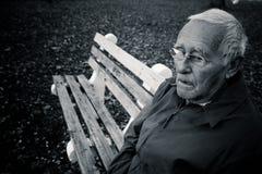Hombre mayor solo fotografía de archivo libre de regalías