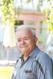 Hombre mayor sonriente Foto de archivo libre de regalías