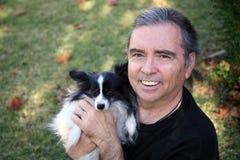 Hombre mayor y perro Foto de archivo libre de regalías
