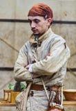 Hombre medieval que prepara la comida Fotos de archivo