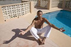 Hombre meditating imagen de archivo libre de regalías