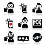 Hombre, mujer que toma el selfie con el móvil o los iconos del teléfono celular fijados ilustración del vector