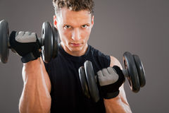 Hombre muscular apto fotografía de archivo