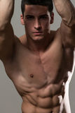 Hombre muscular atractivo Foto de archivo libre de regalías