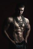 Hombre muscular con la cuerda Imagen de archivo libre de regalías