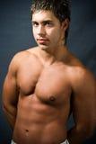Hombre muscular descamisado fotografía de archivo