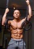 Hombre muscular fuerte Fotografía de archivo