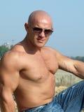 Hombre muscular fuerte Imagen de archivo libre de regalías