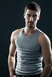 Hombre muscular hermoso Foto de archivo libre de regalías