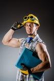 Hombre muscular rasgado del constructor imágenes de archivo libres de regalías