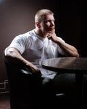 Hombre muscular serio Fotografía de archivo libre de regalías