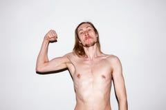 Hombre musculoso fuerte que muestra apagado Imagen de archivo