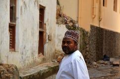 Hombre musulmán, ciudad de piedra, Zanzibar imagenes de archivo