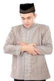 Hombre musulmán joven que ruega Fotografía de archivo libre de regalías