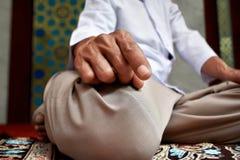 Hombre musulmán que ruega Fotografía de archivo libre de regalías
