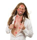 Hombre muy feliz del hippie cubierto en besos rojos imagen de archivo libre de regalías