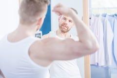 Hombre narcisista que toma la foto Foto de archivo