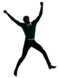 Hombre negro africano que salta la silueta feliz Fotografía de archivo
