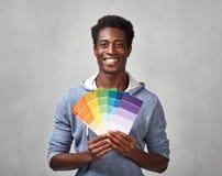 Hombre negro con colores de la pintura Imagenes de archivo