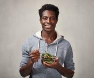 Hombre negro con la ensalada Fotos de archivo libres de regalías