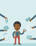 Hombre negro con smartphone a disposición Foto de archivo libre de regalías