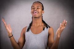 Hombre negro confuso alegre Imagenes de archivo