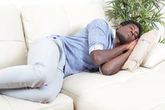Hombre negro durmiente Imagen de archivo libre de regalías