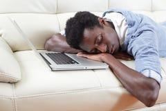 Hombre negro durmiente Foto de archivo